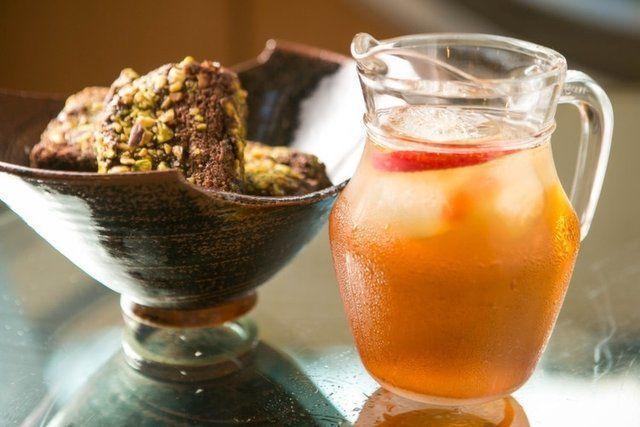 Bolo e chá no verão: saiba como combinar