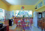 Cozinhas charmosas: veja opções de organização
