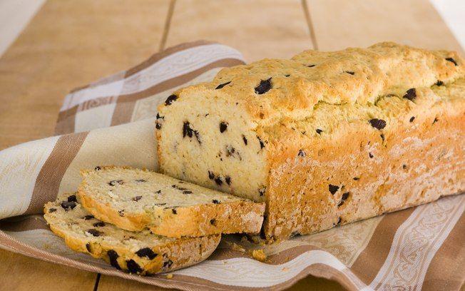 Pão rápido de alho, azeitonas e azeite