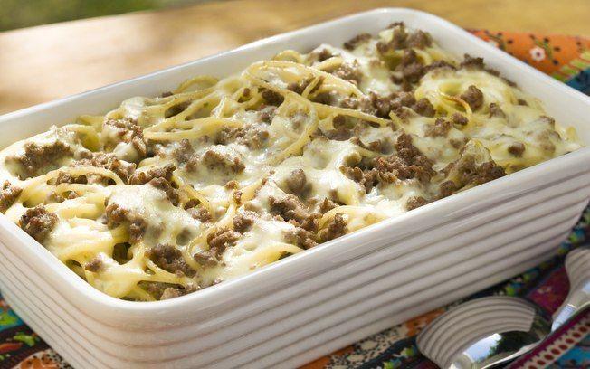 Spaguettini com carne, pimenta e molho branco