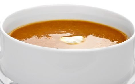 Sopa de feijão com couve e alho-poró