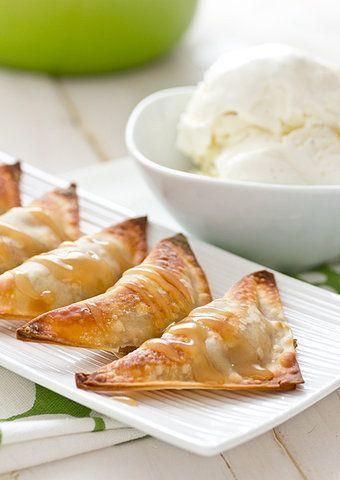 Crocante de banana e chocolate branco com calda de caramelo