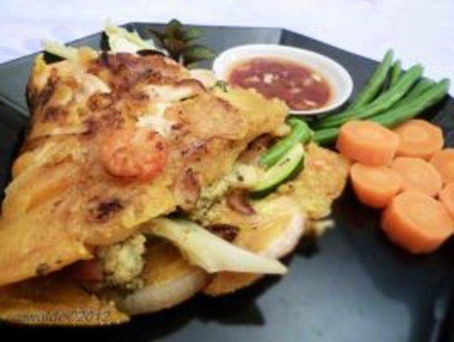 Panquecas vietnamitas de frango e camarões