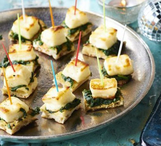 Canapé de espinafre e queijo