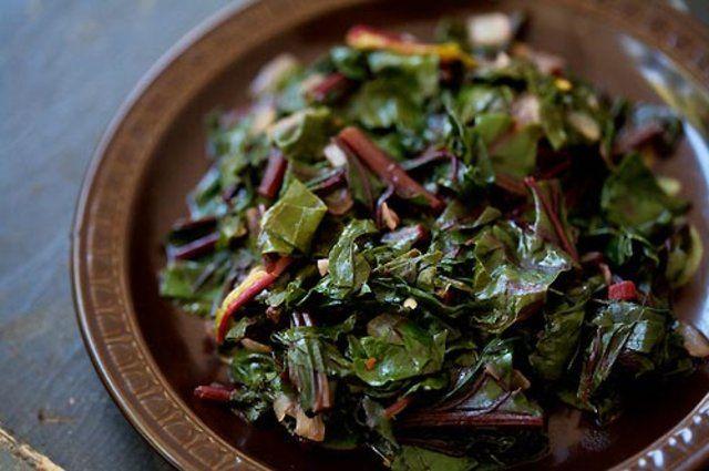 Salada de folhas de beterraba