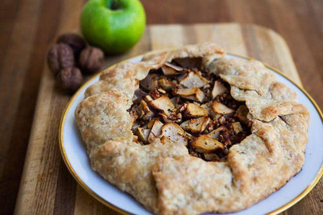Torta de maçã com nozes e gorgonzola
