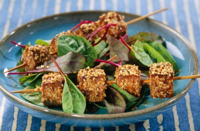 Espetos de tofu com gergelim