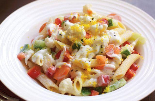 Salada de penne com vegetais
