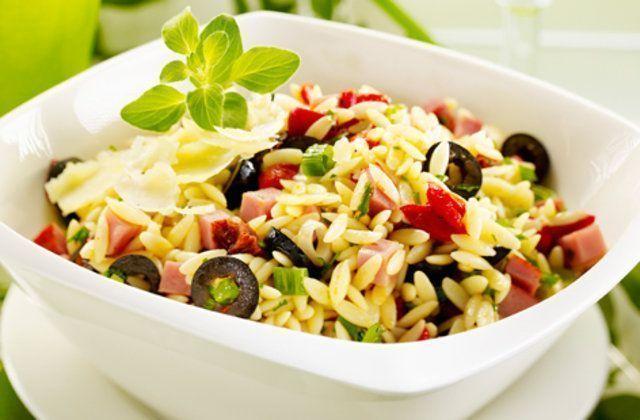 Salada de risoto com presunto e tomate seco