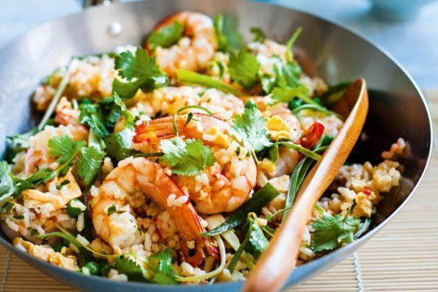 Camarão, ovo frito e arroz