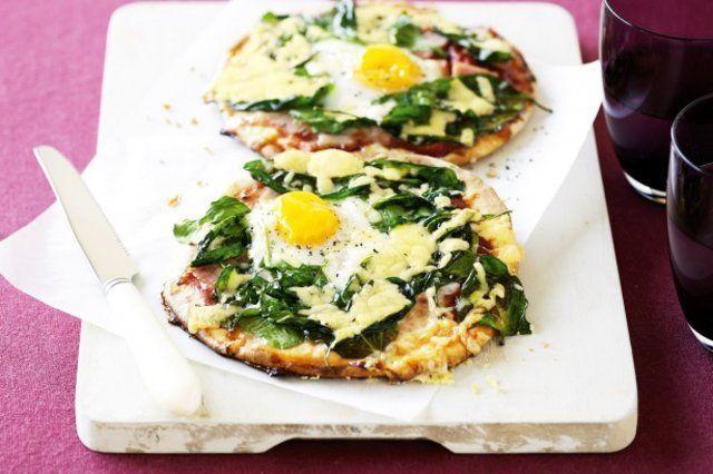 Pizza de espinafre, bacon e ovos