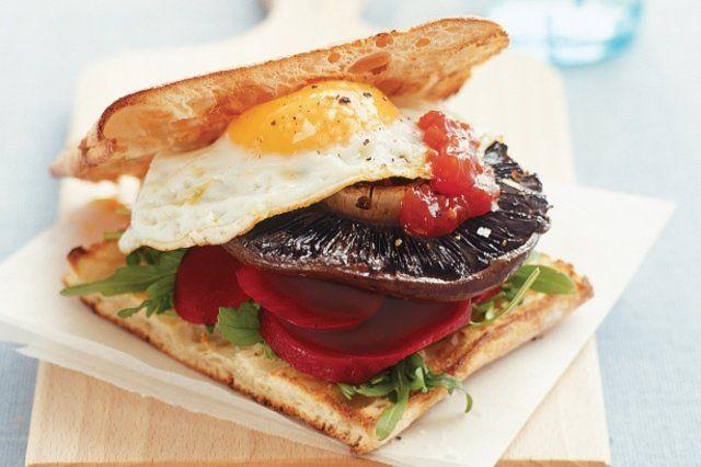 Sanduíches de cogumelo e ovo