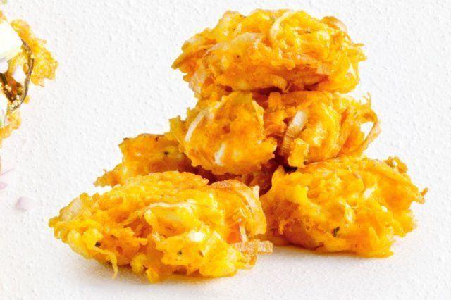 Bolinho de abóbora ralada, alho-poró e queijo