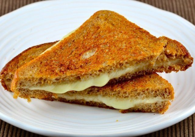 Sanduíche simples de queijo grelhado