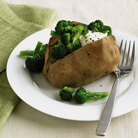 Batatas cozidas com brócolis e creme de leite