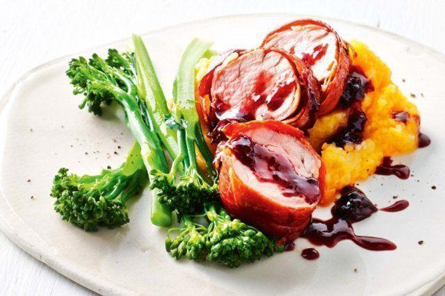 Carne de porco com presunto com molho de cereja