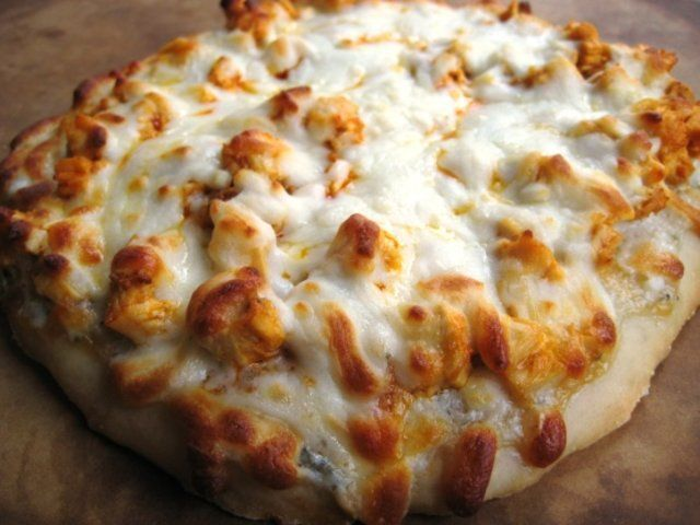 Pizza picante de frango com queijo