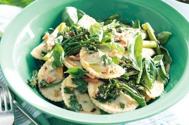 Ravioli de ricota e espinafre com brócolis