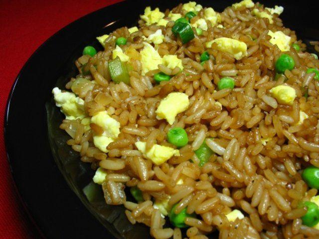 Arroz chinês com ovo frito