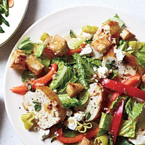 Salada grega de frango e pão