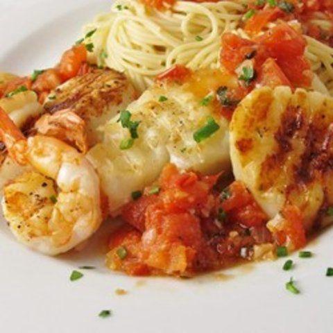 Camarão e bacalhau com tomate