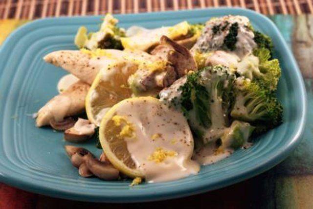 Frango e brócolis com molho cremoso
