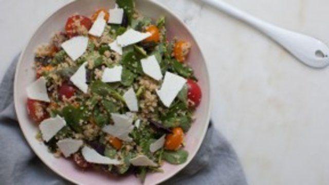 Salada de trigo com tomates