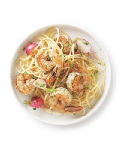 Espaguete com camarão e rabanete