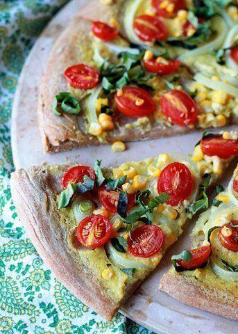 Pizza com creme de milho e tomates