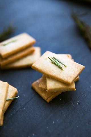 Biscoitinhos doces com alecrim
