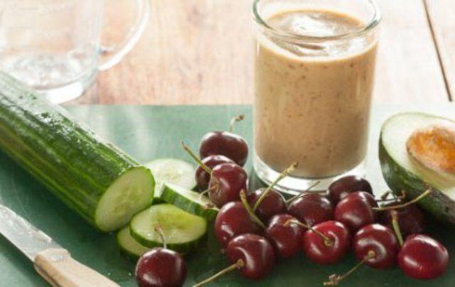 Smothie hidratante de cereja e pepino
