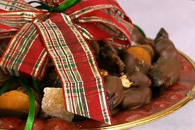 Bombons de frutas cobertas de chocolate