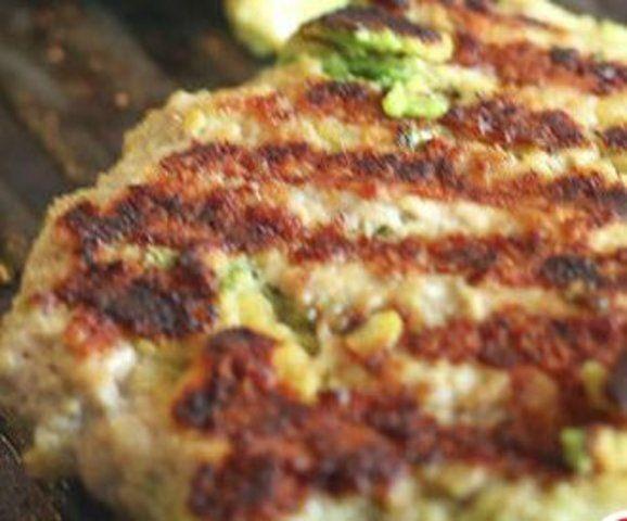 Hambúrguer de frango com abacate