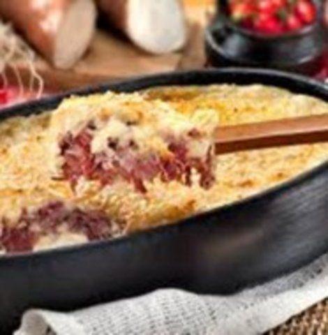Torta de mandioca e carne seca