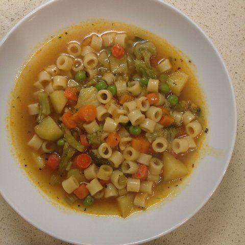 Sopa de frango com macarrão e gengibre
