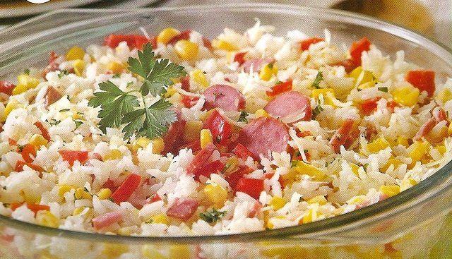 Salada de arroz colorida
