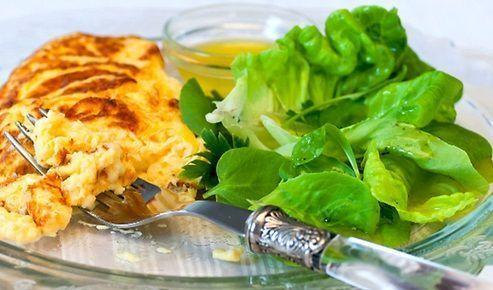 Omelete com Salada Verde