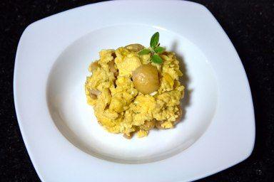 Ovos mexidos com castanhas e azeite de trufa