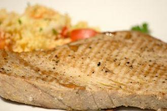 Bifes de atum grelhados
