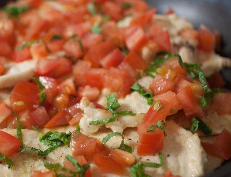 Bife de Frango com Tomate e Hortelã