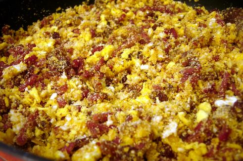 Farofa de Milho com Ovos e Bacon
