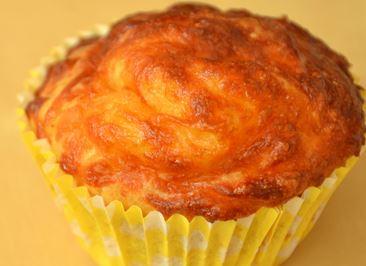 Muffins de queijo e fiambre