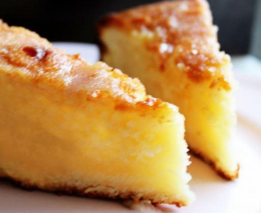 Bolo de limão com calda de manteiga de limão