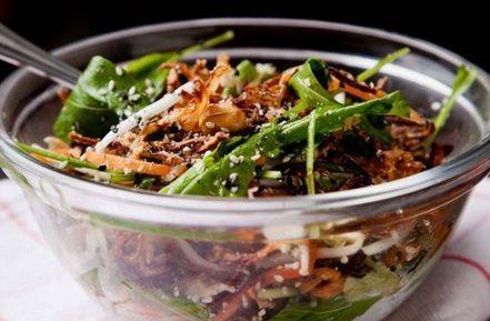Salada com chester ao molho oriental picante