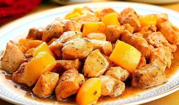 Peito de frango com calda de pêssego e champanhe