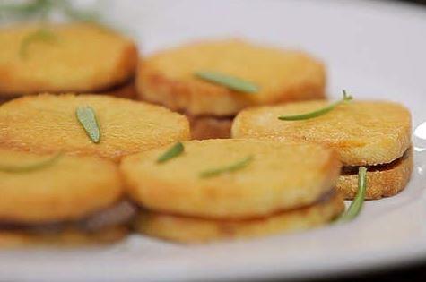 Biscoitos de Parmesão com Tapenade