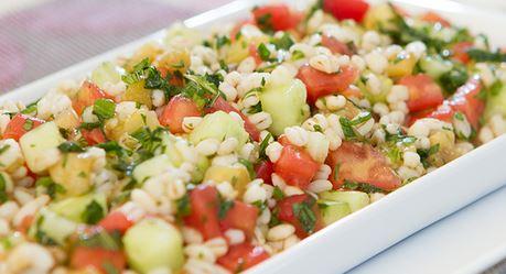 Salada de cevada com pepino