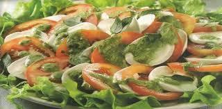 Salada ao molho pesto