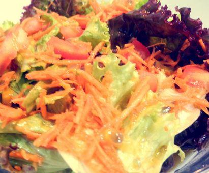 Salada de Alfaces com Molho de Maracujá