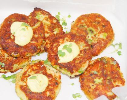 Bolinhos de batata, salmão e feijão de soja